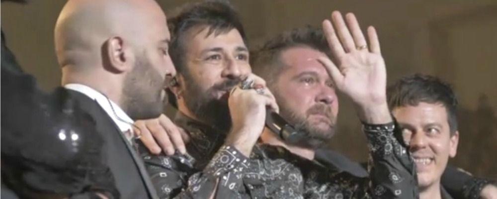 Negramaro, Lele Spedicato a sorpresa sul palco di Rimini: 'Viva l'amore'