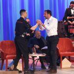 Maurizio Costanzo Show, stretta di mano tra Mahmood e Matteo Salvini: anticipazioni 28 marzo