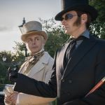 Good Omens, le immagini della serie in streaming su Amazon