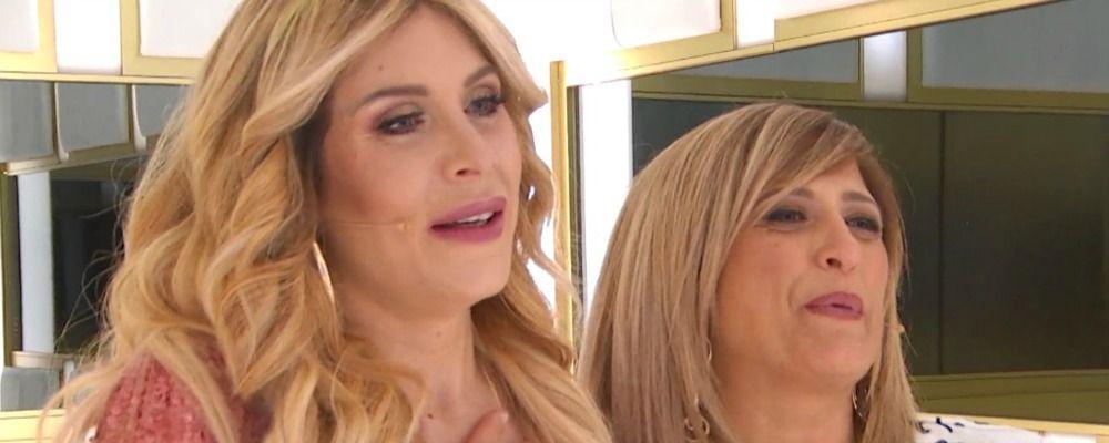 Paola Caruso incontra la presunta mamma biologica a Live Non è la D'Urso