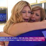 Paola Caruso e la mamma biologica ritrovata in tv: 'Il suo non era amore puro, aveva bisogno di soldi'