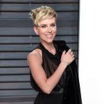 Scarlett Johansson si sposa: l'attrice è fidanzata ufficialmente con Colin Jost