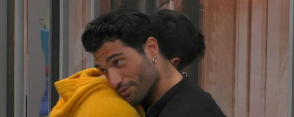 Grande Fratello 16, un bacio per Michael Terlizzi e Gianmarco Onestini
