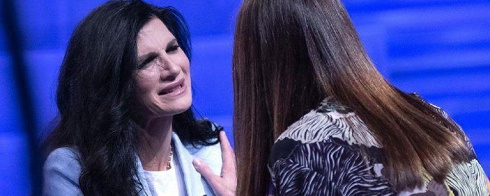 Verissimo, Pamela Prati in uno studio vuoto si confessa: 'Mark Caltagirone non esiste, ora ho paura'