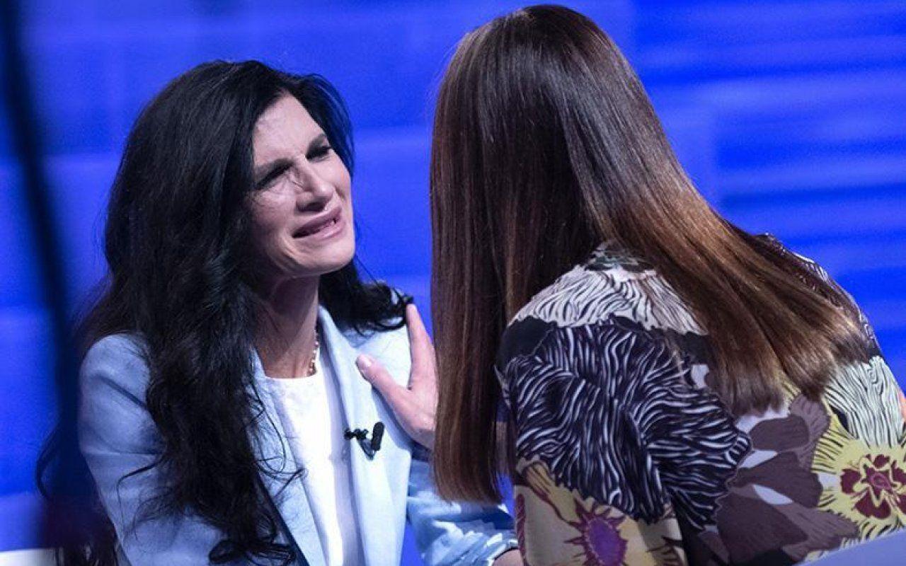Verissimo, Pamela Prati ter la verità: 'Mark Caltagirone non esiste, ma mi mancano i suoi messaggi'