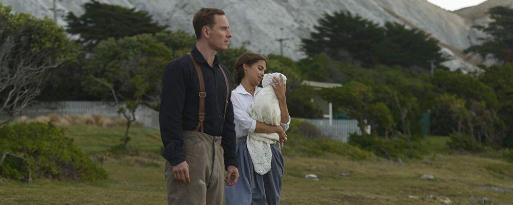 La luce sugli oceani: trama cast e curiosità del film con Michael Fassbender e Alicia Vikander