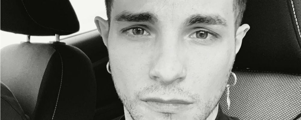 Marco Carta, il cantante si consola in Grecia con il fidanzato dopo l'accusa di furto