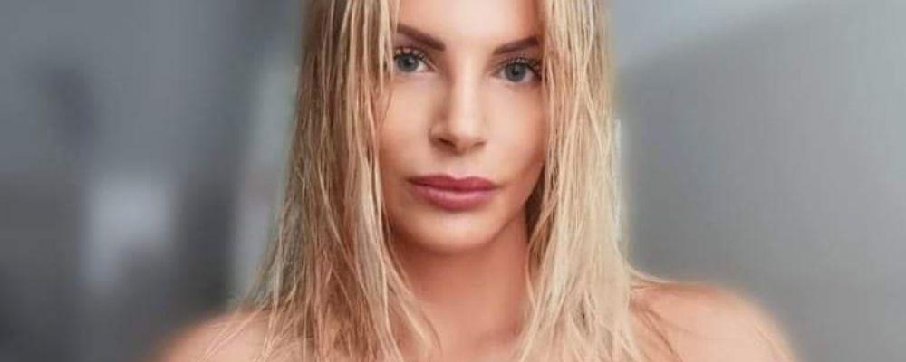 Francesca Cipriani da urlo: mostra il lato B e cita Leopardi, la foto senza veli è virale