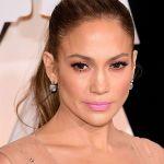 Jennifer Lopez supersexy sui social per i suoi 50 anni