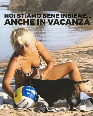 Maria De Filippi contro l'abbandono degli animali: 'Noi stiamo bene insieme anche in vacanza'
