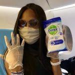 Naomi Campbell terrorizzata dai germi: l'ossessione per la pulizia in aereo in un video