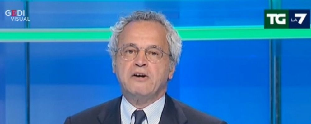 Enrico Mentana, lo studio del Tg La7 va a fuoco in diretta