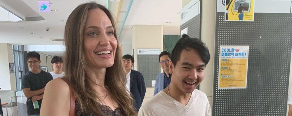 Angelina Jolie accompagna il figlio Maddox all'università di Seul: 'Cerco di non piangere'