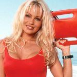 Pamela Anderson ammette: 'Uso ancora il costume di Baywatch dopo oltre vent'anni'