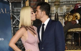 Orlando Bloom e Katy Perry, le foto: innamorati sul red carpet di Carnival Row