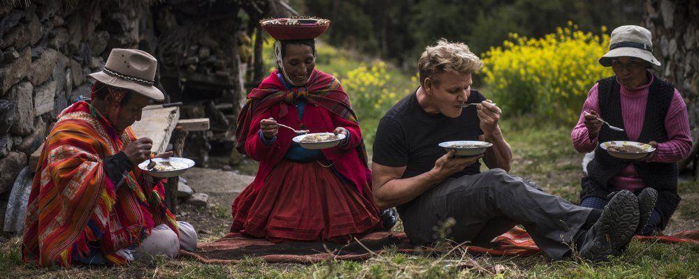 Gordon Ramsay: fuori menu, lo chef a caccia di uova di formica, anguille e vermi dei cactus