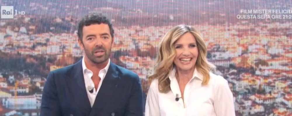 La vita in diretta, Alberto Matano e Lorella Cuccarini bloccati dietro le quinte: 'Non ci fermerà nessuno'