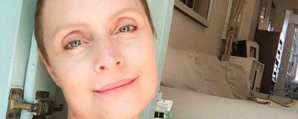 Sabrina Paravicini dopo l'operazione per il cancro: 'Sto meglio, stanno ricrescendo i capelli'