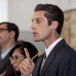 Il Collegio, Andrea Maggi il professore che piace alle donne: 'Mia moglie? La prende con filosofia'