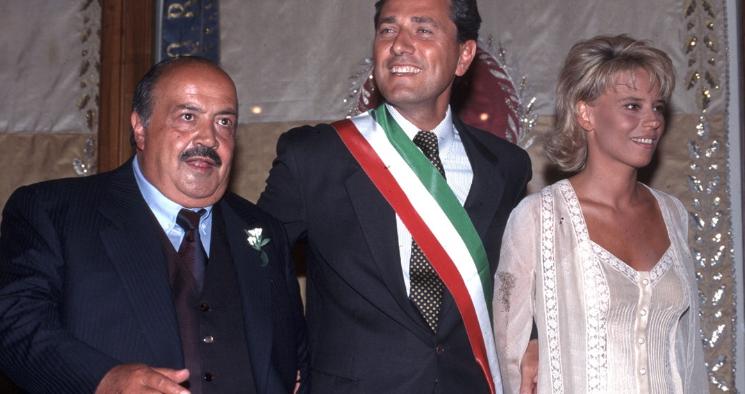 Costanzo e De Filippi: la foto del matrimonio è finta