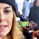Vanessa Incontrada, a Barcellona lavora alla bancarella del padre