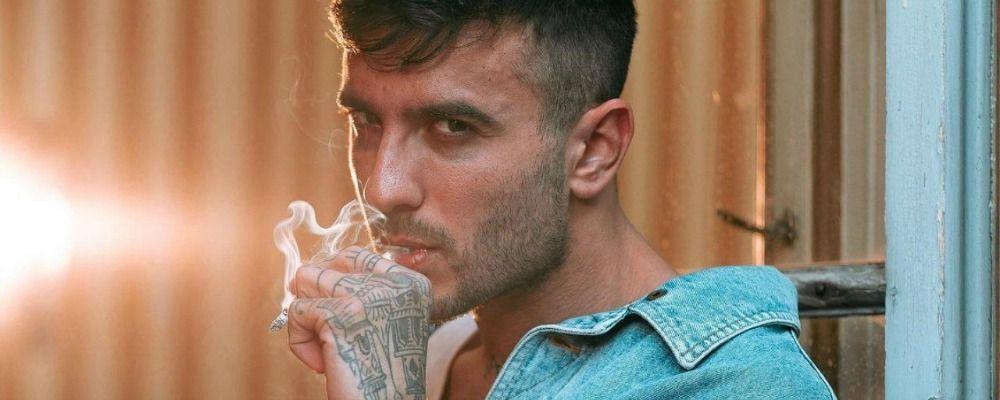Chi è Junior Cally, il rapper a Sanremo 2020 con la maschera antigas