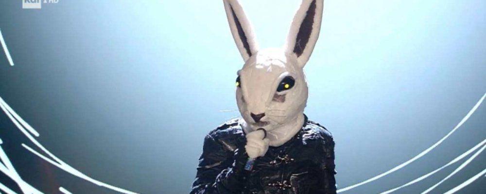 Il cantante mascherato, la finale: vince il coniglio Teo Mammucari, secondo il leone Al Bano
