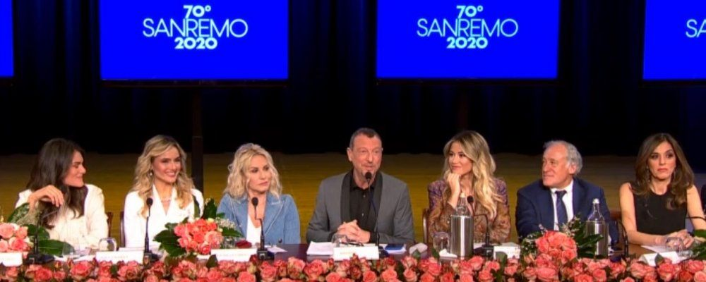"""Sanremo 2020, Maurizio Costanzo difende Amadeus: """"La Bellucci rimanga in Francia"""""""