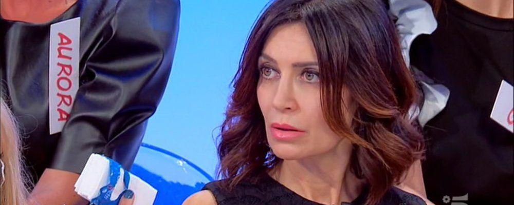 Uomini e donne Trono Over, la dama Barbara offende Gianni Sperti sul matrimonio con Paola Barale