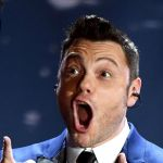 Sanremo 2020 va per le lunghe Tiziano Ferro sbotta: 'È l'una, Fiorello statte zitto'