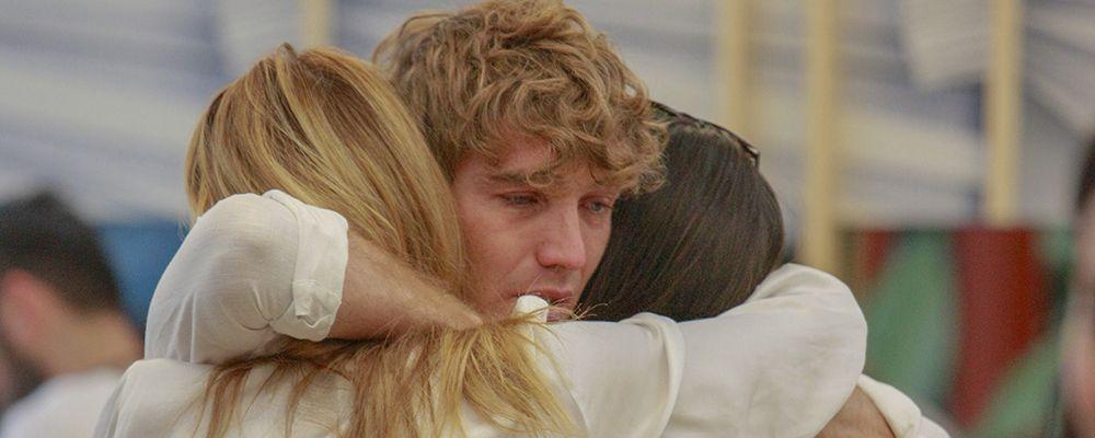 Grande Fratello Vip, l'emozione di Signorini e le lacrime dei concorrenti alle notizie sul coronavirus