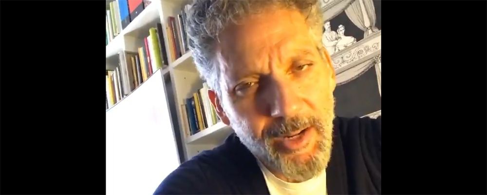 """L'appello di Beppe Fiorello: """"Un giorno di lutto, poi torniamo a cantare"""""""