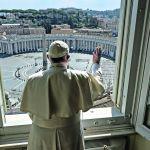 Coronavirus, il rosario di Papa Francesco fa il pieno di ascolti su TV2000: 'C'è una emergenza anche spirituale'