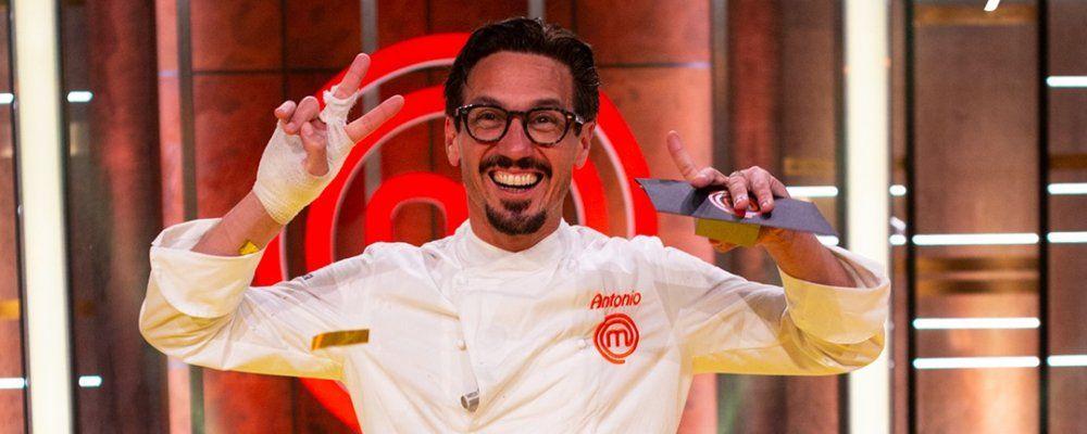 Masterchef Italia 9 la finale: vince il veneto Antonio Lorenzon e chiede al fidanzato di sposarlo