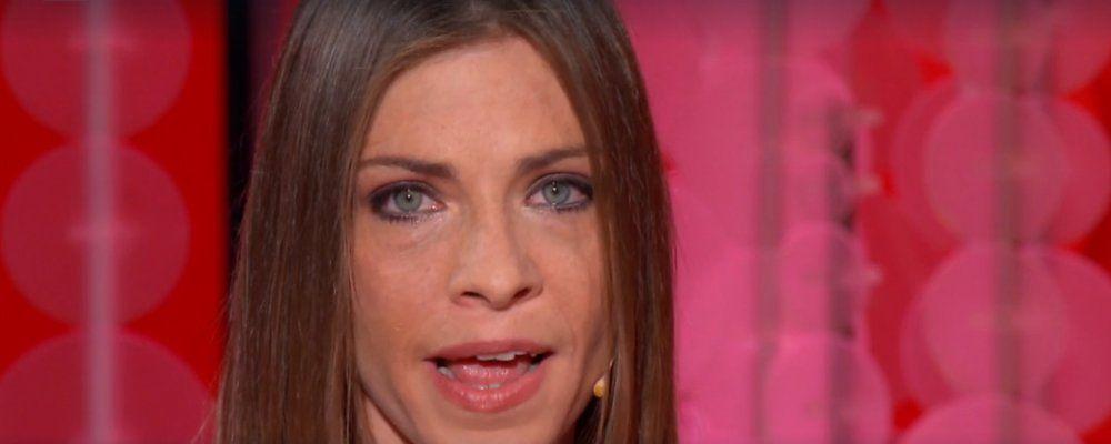 Vieni da me Loredana Errore, l'ex cantante di Amici e l'incidente: 'Ho sentito dei calci di cavallo lungo la vita'