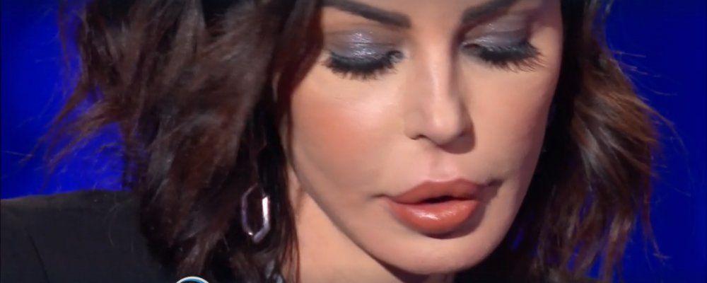 Vieni da me, Nina Moric: occhi azzurri o marroni? Il mistero svelato in diretta