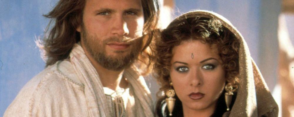 Jesus, trama e cast del film tv con Luca Zingaretti e Debra Messing di Will and Grace