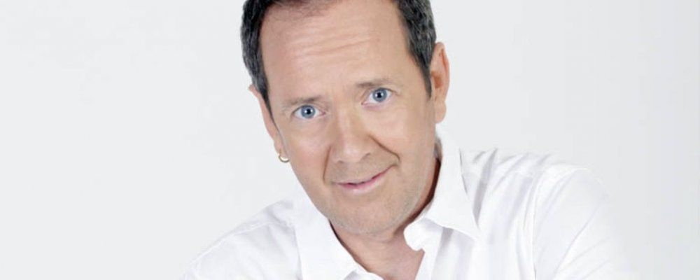 Zelig, Addio John Peter Sloan: è  morto a 51 anni l'insegnante d'inglese più divertente d'Italia