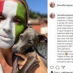 Michelle Hunziker, selfie tricolore con gaffe... ma non è colpa sua