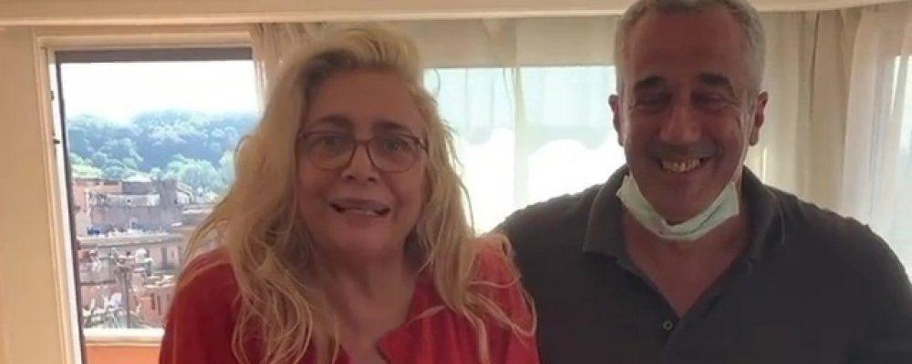 Mara Venier: 'Mi sto rimettendo in piedi' i primi passi con l'ortopedico