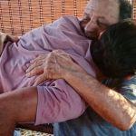Gianni Sperti, dopo 7 mesi può riabbracciare il padre