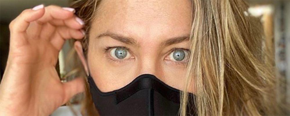 "L'appello di Jennifer Aniston: ""Indossate la mascherina, non calpesta i vostri diritti"""