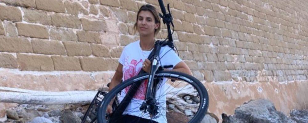 Elisabetta Canalis, atto vandalico sulla sua bici in Sardegna