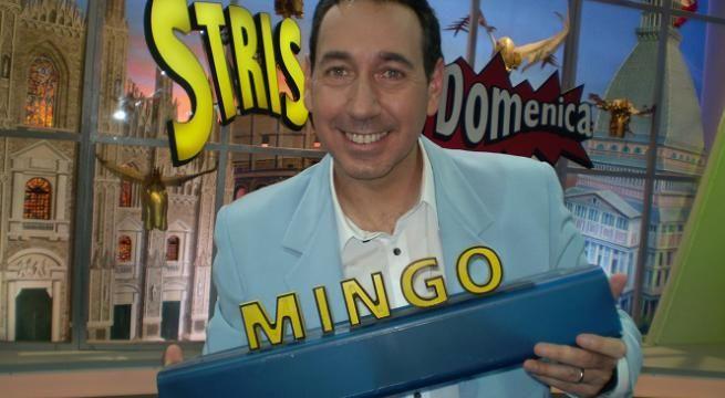 """Striscia la Notizia, Mingo racconta: """"Licenziato da un pupazzo, così sono rinato dal fango"""""""