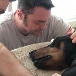 Tiziano Ferro piange la morte del suo cane: 'Beau non ce l'ha fatta'