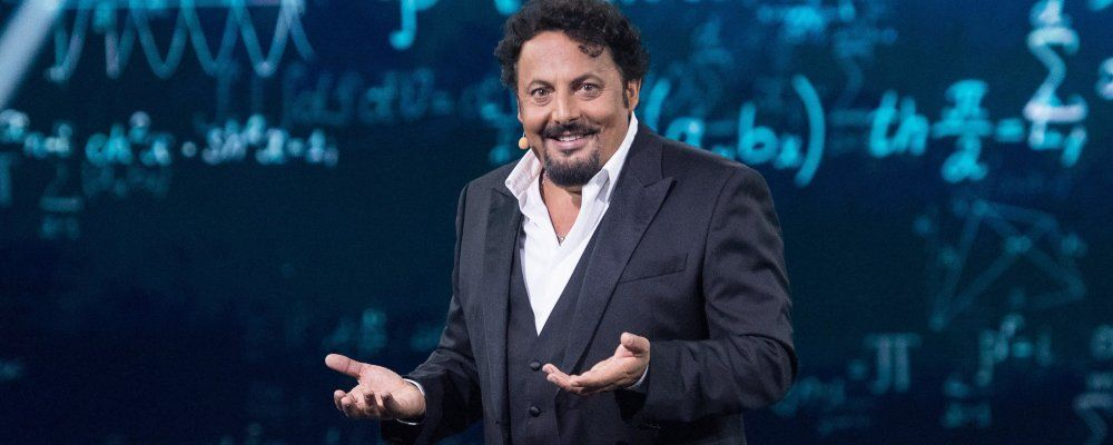 Un'ora sola vi vorrei, torna Enrico Brignano con il suo show comico