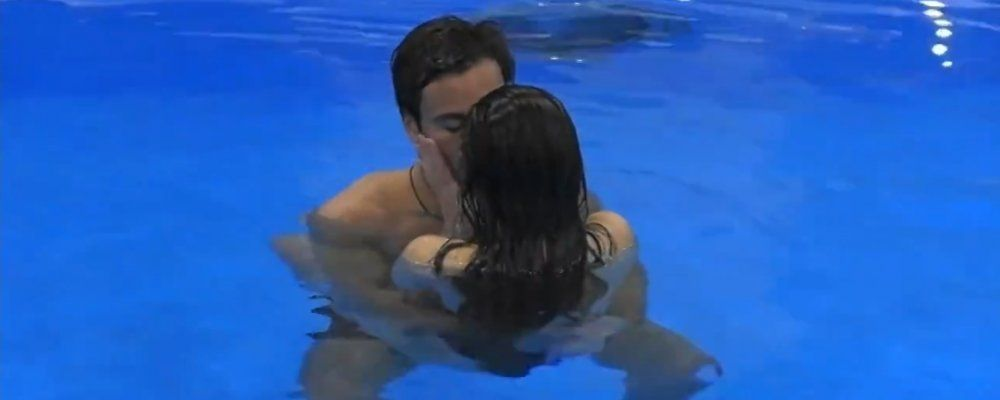 GFVip, Giulia Salemi e Pierpaolo Pretelli bacio hot in piscina