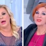 Uomini e Donne, Tina Cipollari umilia Tinì Cansino: 'Hai mostrato il c**o per 30 anni'