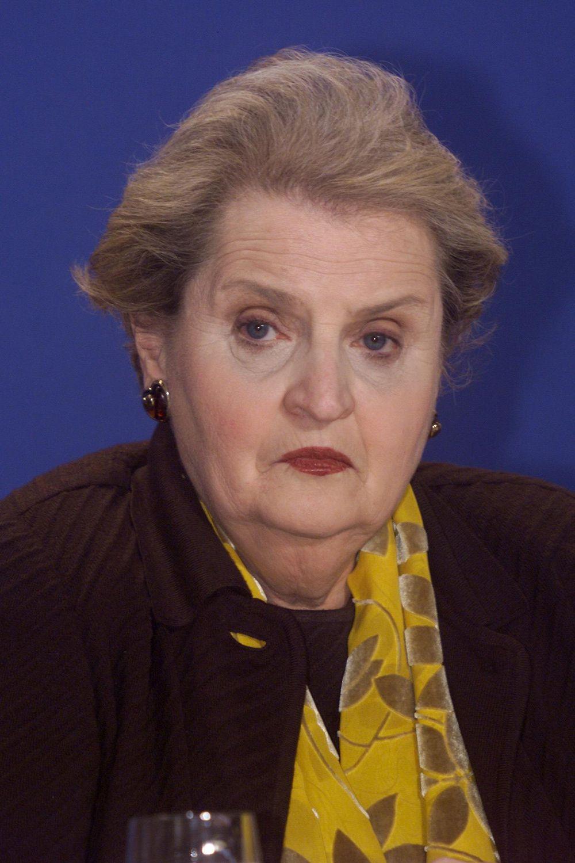 Il segretario di Stato Usa Madeleine Albright a Rambouillet. Foto di: ERIC FEFERBERG/AFP/Getty Images