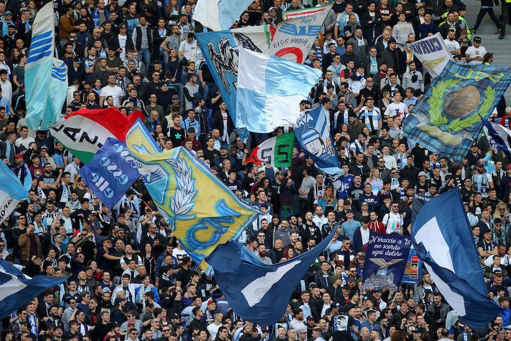 Tifosi della Lazio in Curva Nord allo stadio Olimpico di Roma (Foto di: Paolo Bruno/Getty Images).